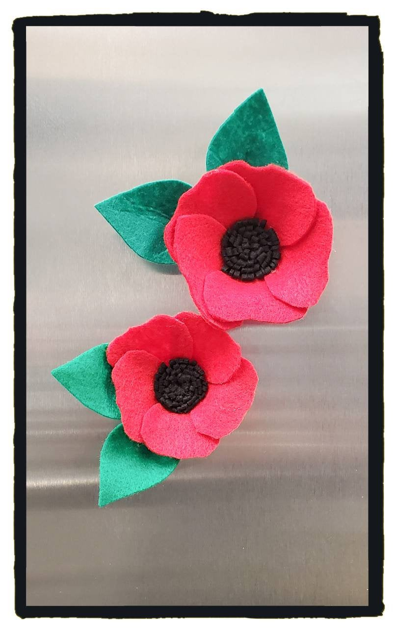 Red Poppy. Poppy magnet. Felt flower  Felt flowers. red poppies. Magnet. Mothers Day. Home Decor. Felt flower magnet. red flowers. Felt.