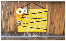Bee note board. Bumble bee.  Message board. Note board. Burlap shabby chic flowers. Prayer board. Bees. 2020 trends. Large note board.