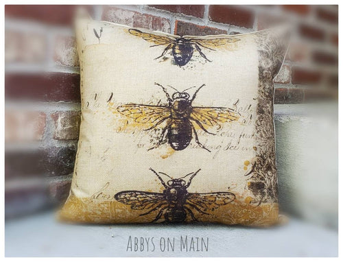 Bee throw pillow. Bumble bee decorative pillow. Bumble bee. Vintage bee. Throw pillow. Pillow. Fall bee pillow. 17 x 17 pillow. Room decor