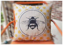 Bee throw pillow. Bumble bee decorative pillow. Bumble bee. Polka dot Throw pillow. Pillow. Fall bee pillow. 17 x 17 pillow. Room decor