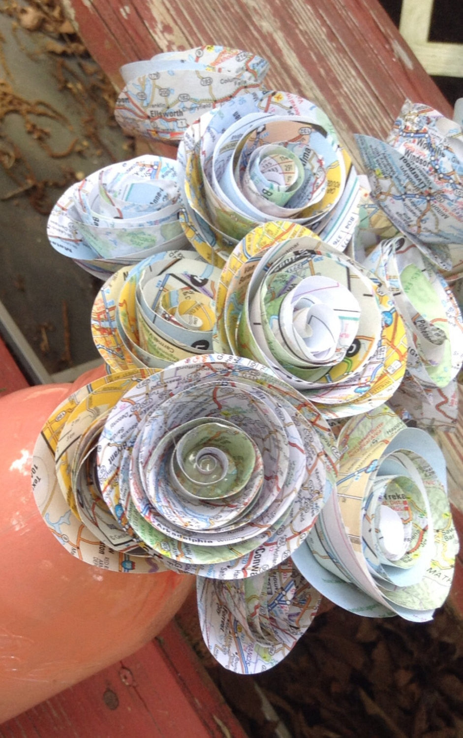 Map page roses. Set of 20 paper roses. Map page flowers. Paper flowers. Paper roses.