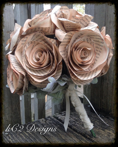 Book page roses. Wedding bouquet. Bridal bouquet. Wedding centerpiece. Vintage wedding.  Vintage flowers. Pink bouquet.book page wedding.