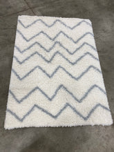 "Load image into Gallery viewer, Pillowfort 48""x66"" Chevron Shag Area Rug Cream(1686RR)"