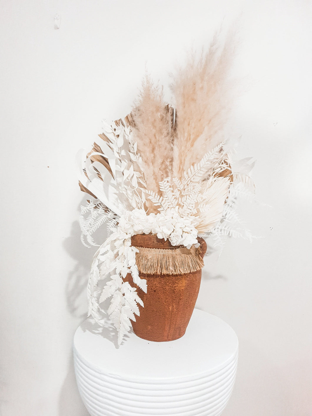 FEATHER POT WITH VASE