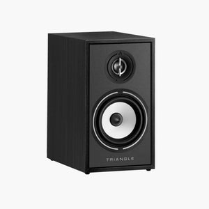 The bookshelf speaker Borea BR02 is the most compact speaker of the range. It fits easily on a dedicated stand (S02/S04), your bookshelf or most other furniture. A perfect introduction to the world of hi-fi, this small speaker will surprise you by the immersion and sound amplitude it provides.