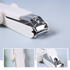 Magnifying nail clippers