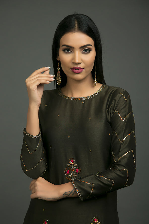 Noori Phool Baag Embroidered Kurta