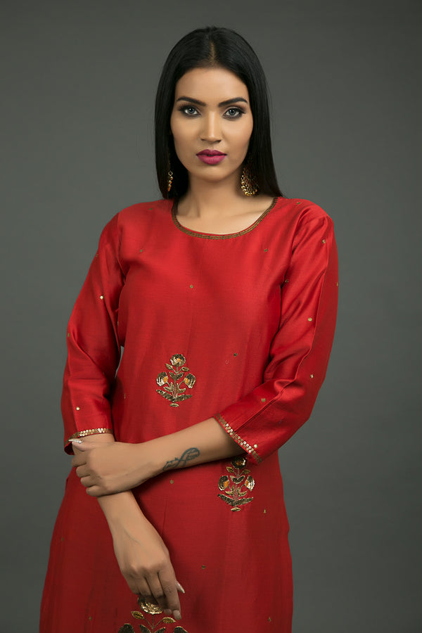 Laal Ghaagra Baag Embroidered Kurta