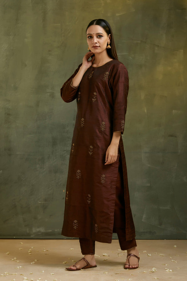 Brown Aari Embroidered Kurta & Pant (Set of 2)
