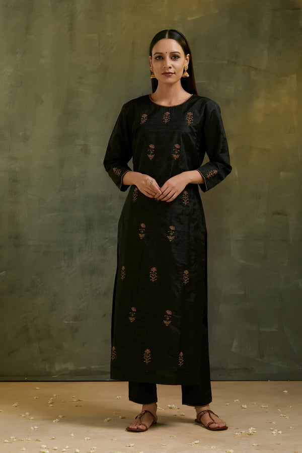 Charcoal Aari Embroidered Kurta Set with Black Dupatta (Set of 3)
