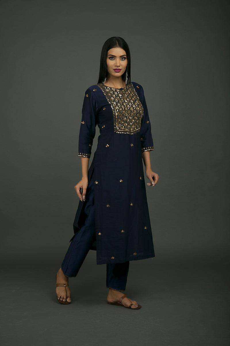 Roshanara Jaal Embroidered Kurta