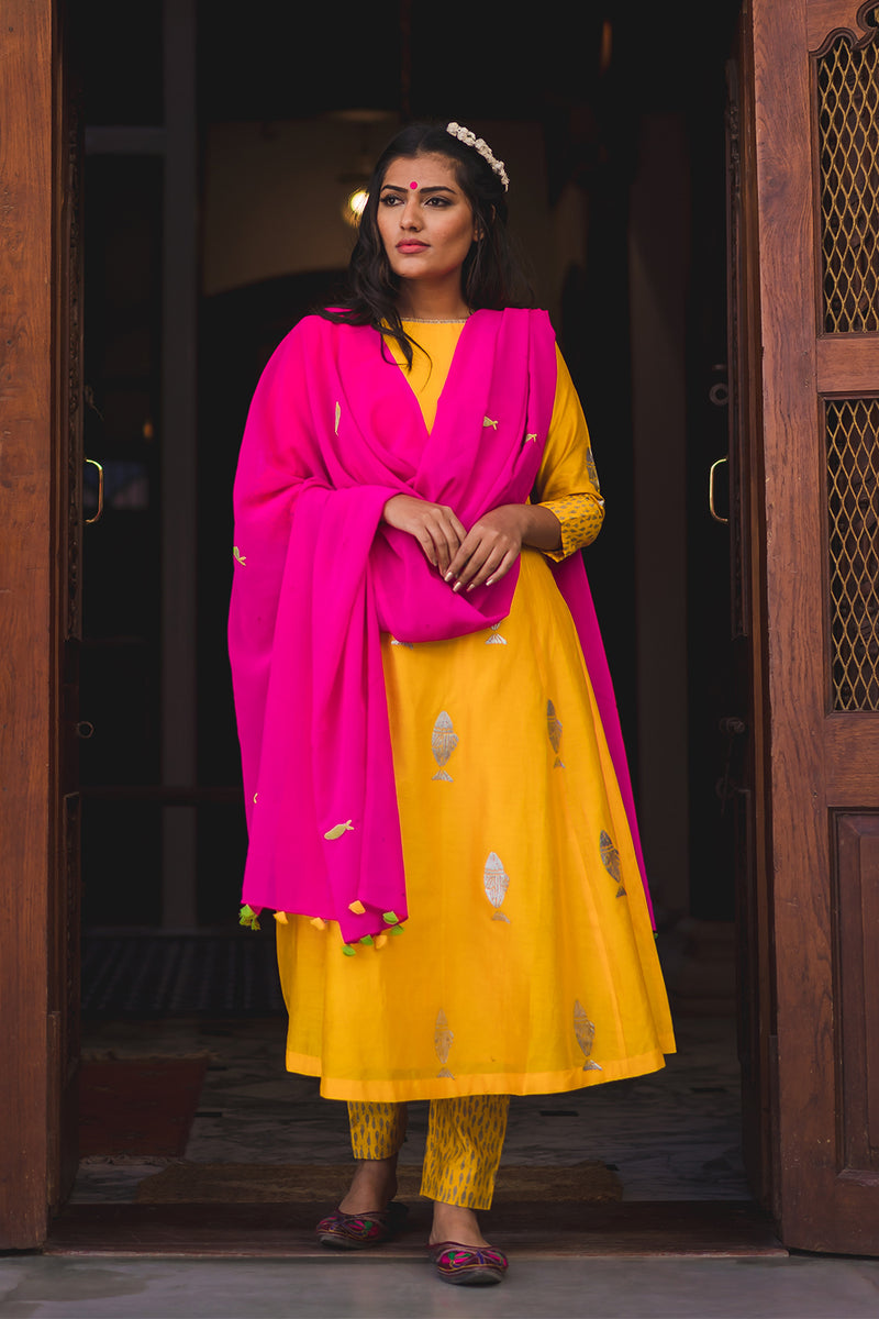 Gulaabi Machlee Embroidered Dupatta