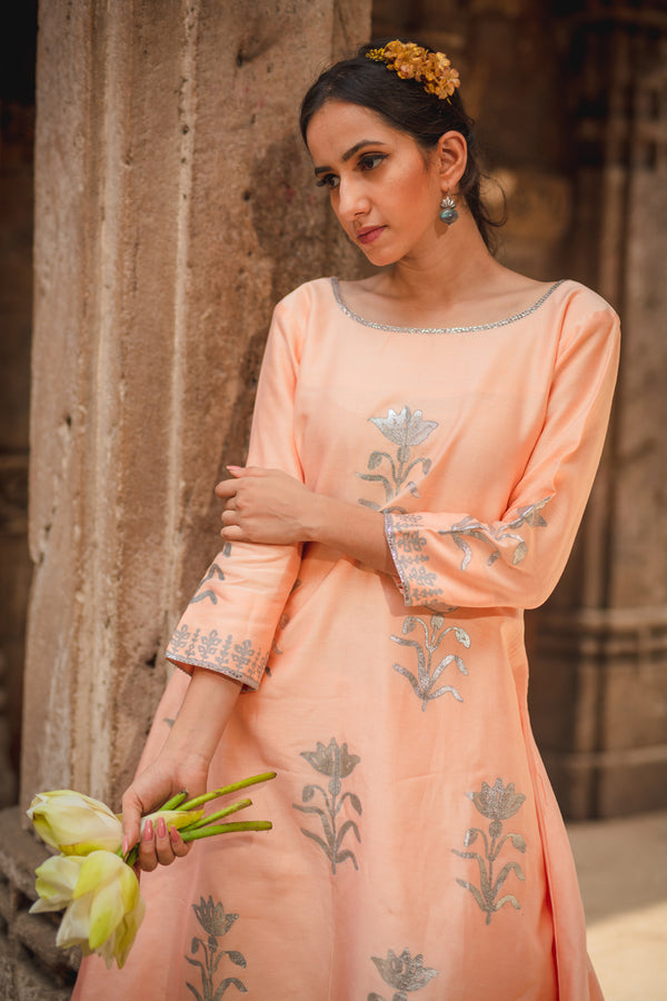Carnation Peach Floral Kurta Set with Dupatta (Set of 3)