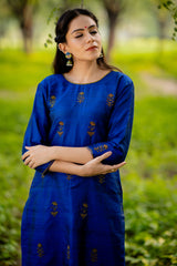 Sapphire Aari Embroidered Kurta Set with Dupatta (Set of 3)