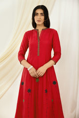 Red Floral Embroidered Kurta Set with Dupatta (Set of 3)