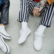 Afbeelding in Gallery-weergave laden, Komrads Vegan sneakers white low