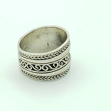 Load image into Gallery viewer, Sterling Silver Statement Ring