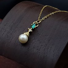 Load image into Gallery viewer, Gold Freshwater Pearl and Emerald