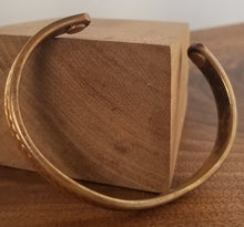 Load image into Gallery viewer, Detailed Copper Cuff