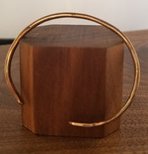 Load image into Gallery viewer, Hammered Copper Cuff