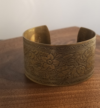 Load image into Gallery viewer, Floral Brass Cuff