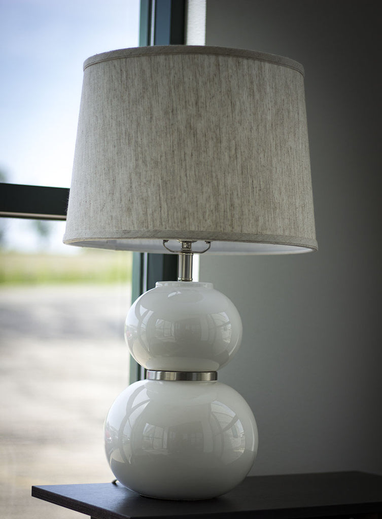 placing-a-table-lamp