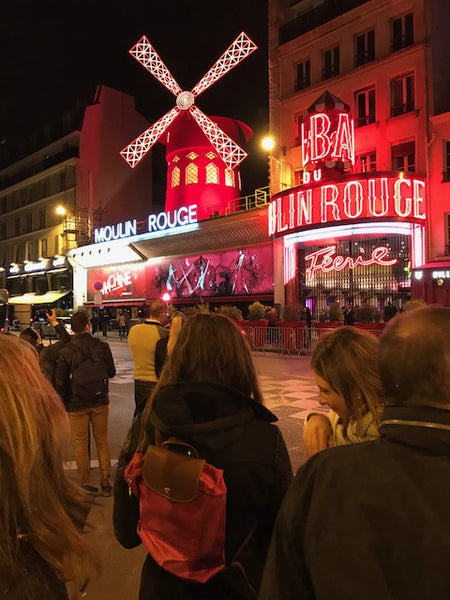 moulin-rouge-lighting-and-paris-nightlife-scene