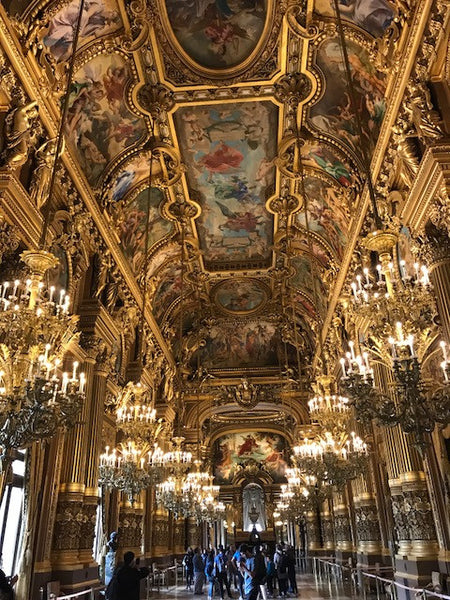 Opera-hall-way-lighting-elegant-and-traditional-from-franca