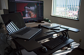 Blog - The Best Standing Desk for Graphic Designers (2 BIG Reasons)