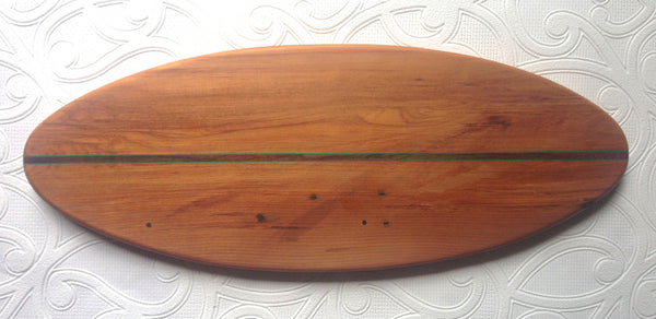 rimu serving/chopping board with puriri and green inlay
