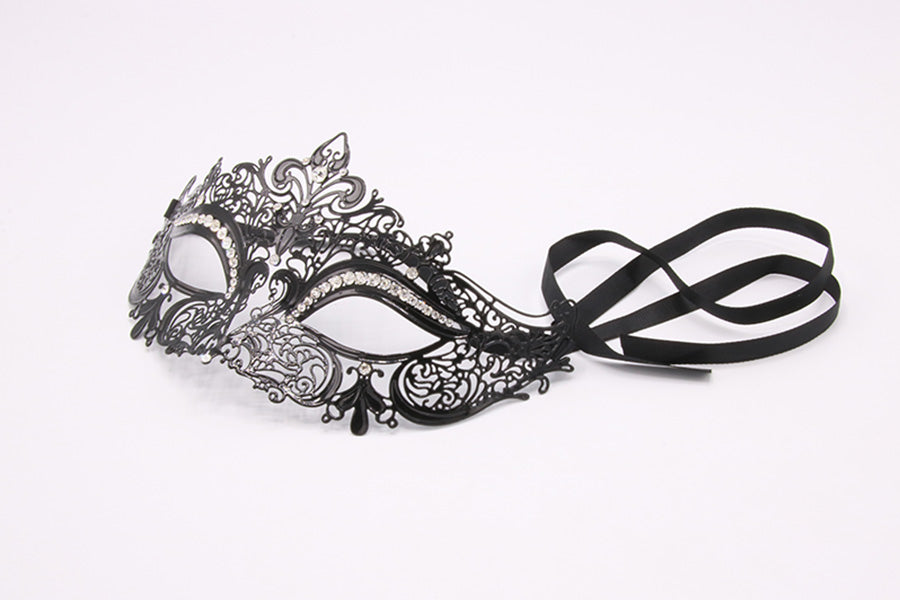 boudoir diamante mask crocodildo
