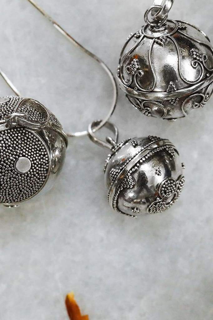 18Mm Dotted Floral Base Harmony Ball Pendant