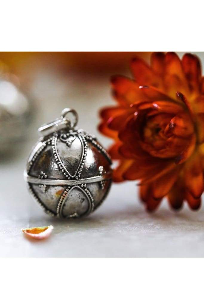 19Mm Diamond Pattern Floral Base Harmony Ball Pendant