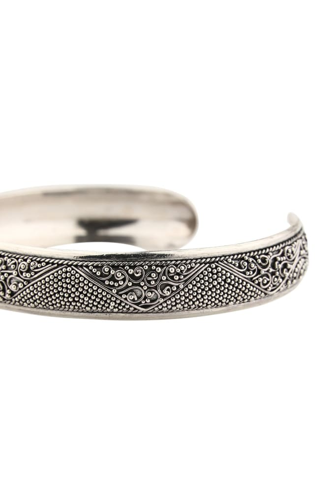 Textured Pattern Silver Bangle