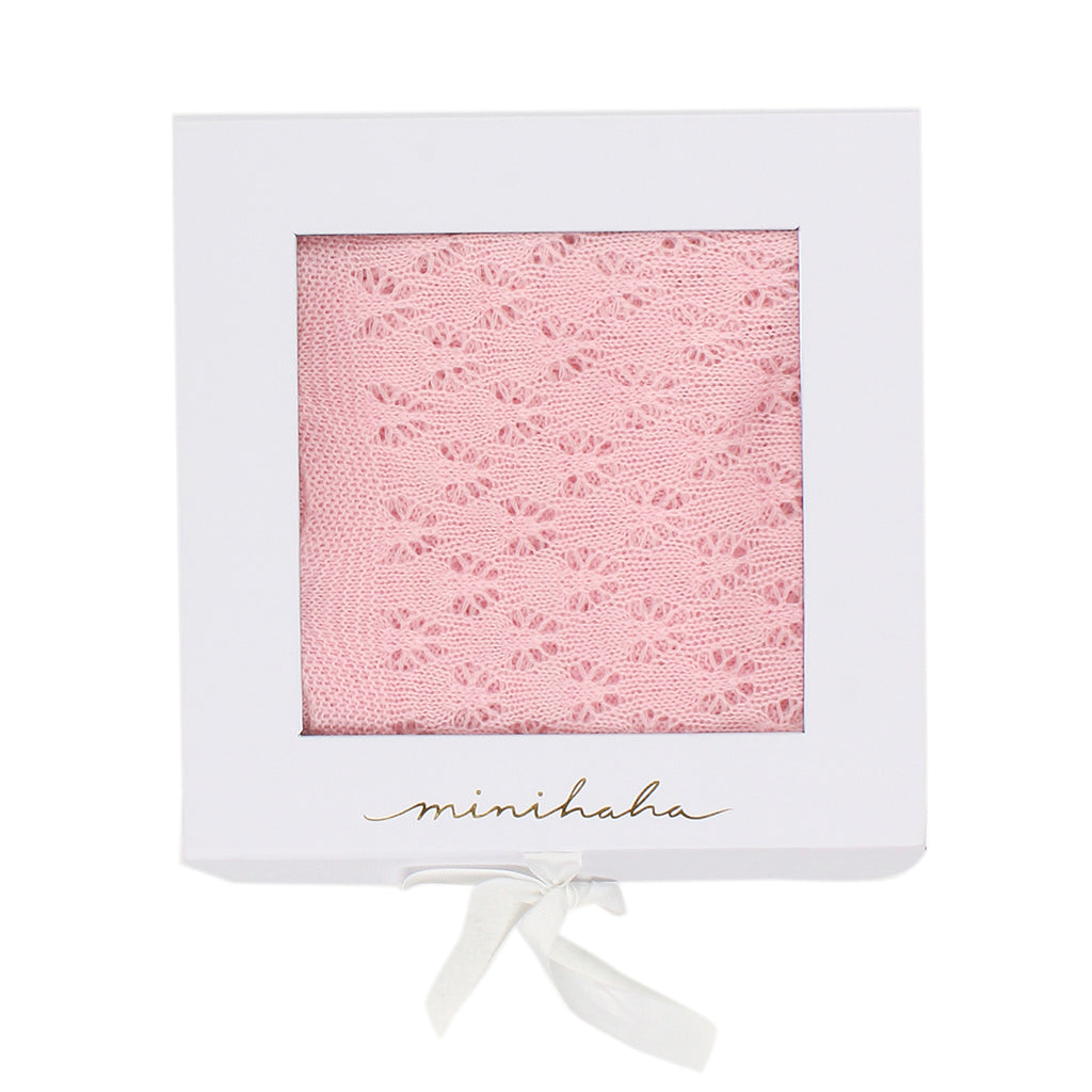 Bebe Scalloped Edge Blanket in Pink KXS18-814PI