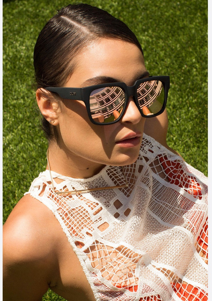 QUAY SUNGLASSES - ON THE PROWL BLACK PINK