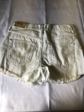 Load image into Gallery viewer, Hollister Shorts Size 3/4