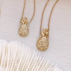 two different sizes of pineapple necklace are available