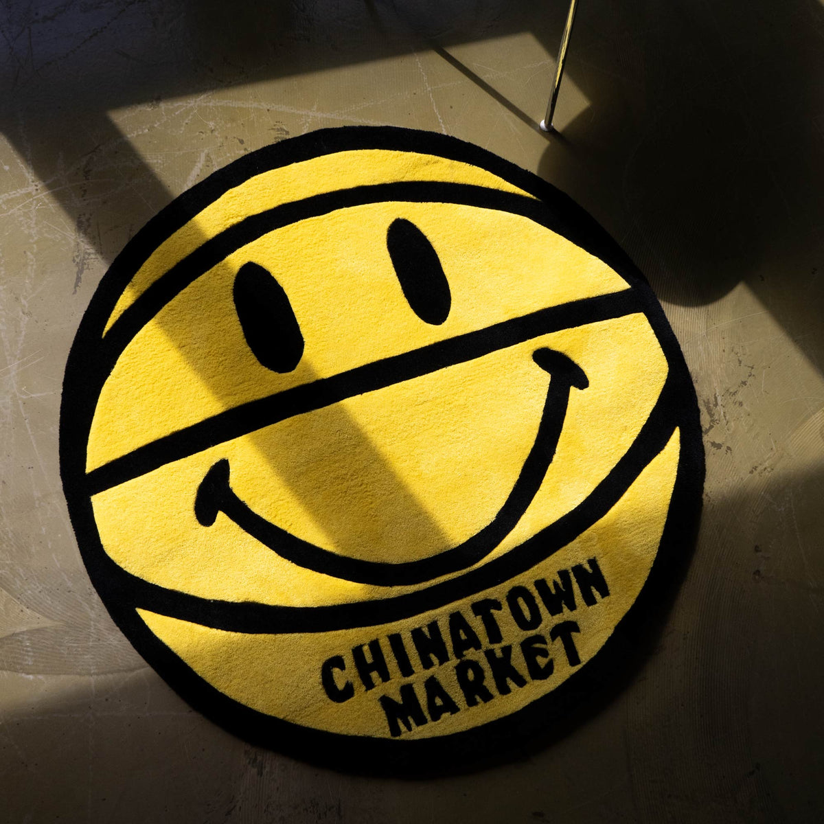 Chinatown Market Möbel & Accessories Smiley Basketball Rug