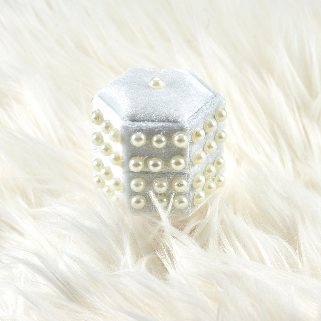 Pearls Double Rings White Velvet Ring Box Hexagon Shape for Engagement Ring and Wedding Ring
