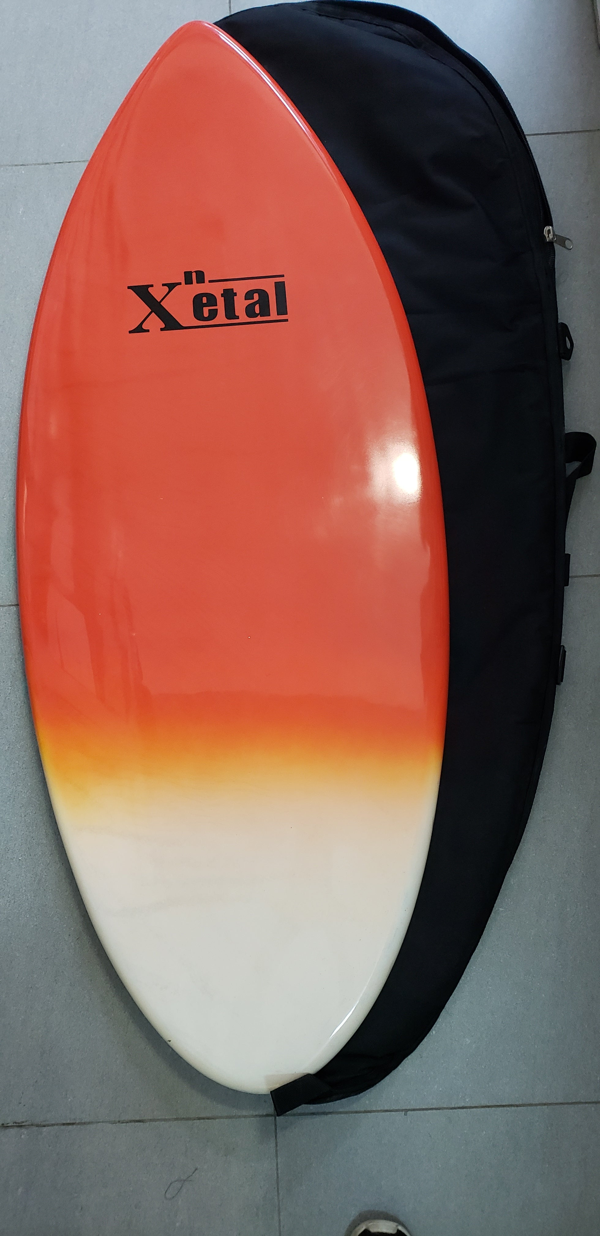 X'etal Skimboard w/bag (Self-pick-up and slightly damage on the back of the skimboard)