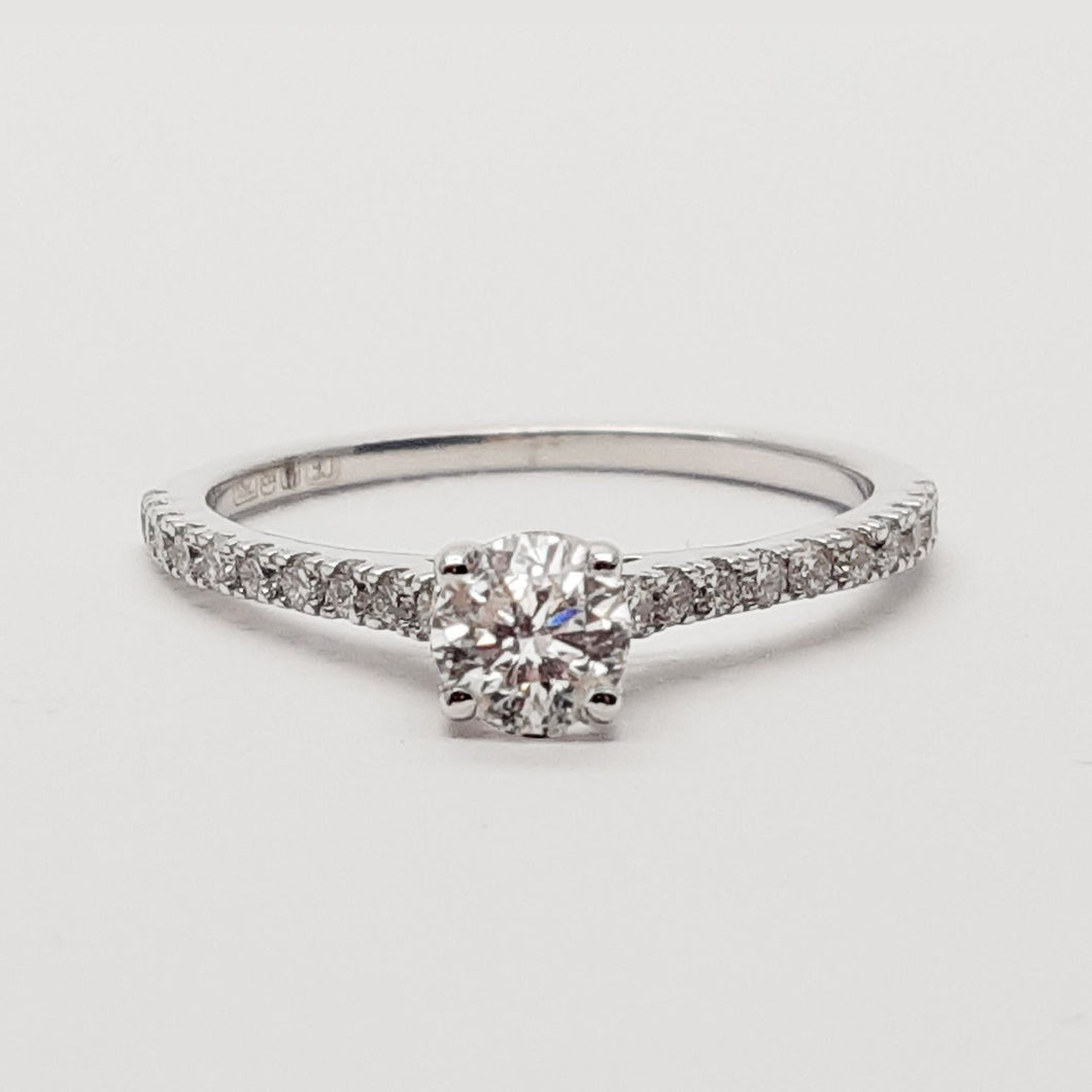 18K White Gold Diamond Ring.