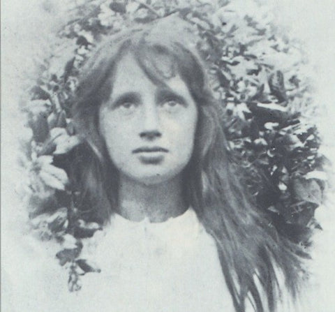 Young Virginia Woolf as a child
