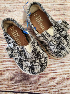 Toms slip on boy or girls shoes sz 4