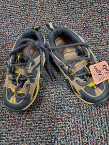 Stride Rite boys tennis shoes black & tan sz6.5