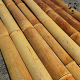 By cutting a section of dry bamboo into 4 or 8, you can get beautiful bamboo strips.