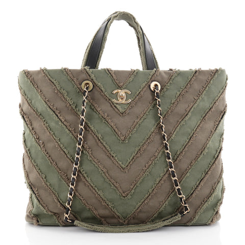 b70c433df37892 Buy Chanel Shopping Tote Chevron Canvas Patchwork Large 2399202 – Rebag