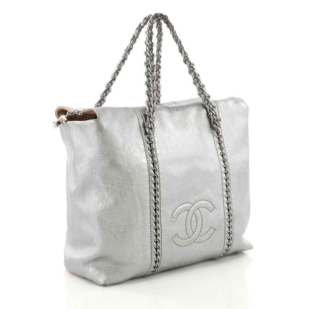 8f72cfe125c5 Buy Chanel Luxe Ligne ZIp Top Tote Calfskin Large Silver 3654521 – Rebag