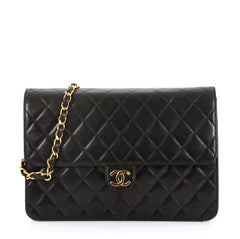 Chanel Model: Vintage Clutch with Chain Quilted Leather Medium Black 42358/22