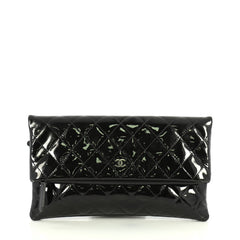 Chanel Beauty CC Clutch Quilted Patent Black 442401